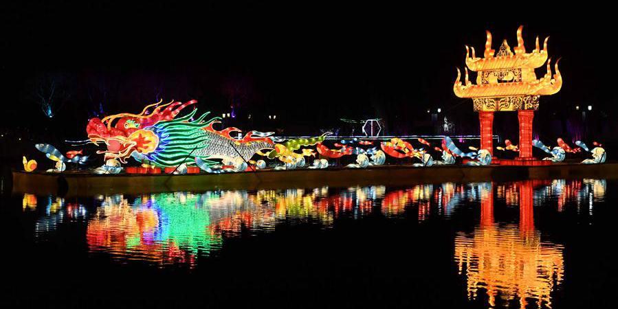 Show de lanternas sofisticadas em Kunming, sudoeste da China
