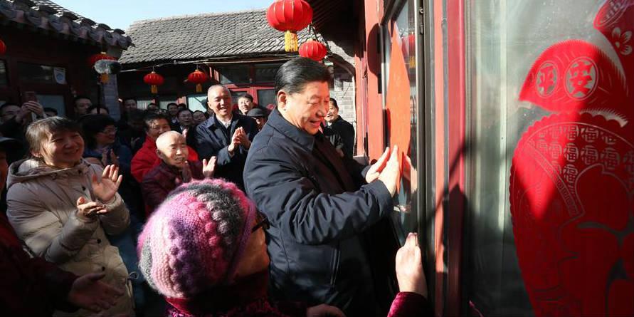 Xi visita quadros e residentes em Beijing antes da Festa da Primavera
