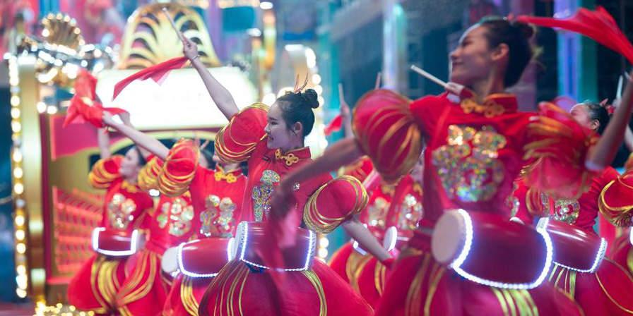 Desfile comemora Ano Novo Lunar Chinês em Macau