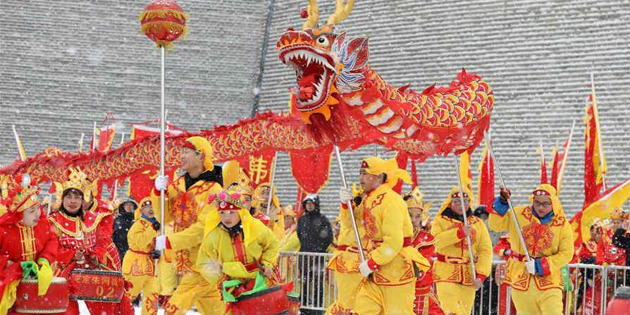 Trupes de tambor de Shijiazhuang realizam apresentação para celebrar Ano Novo Chinês