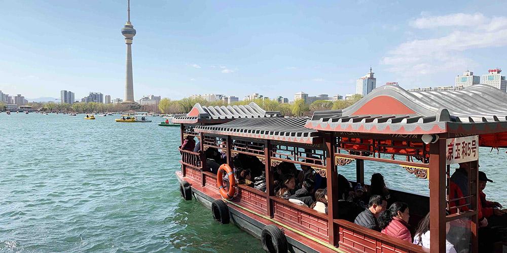 Galeria: Turistas visitam parques de Beijing durante a primavera