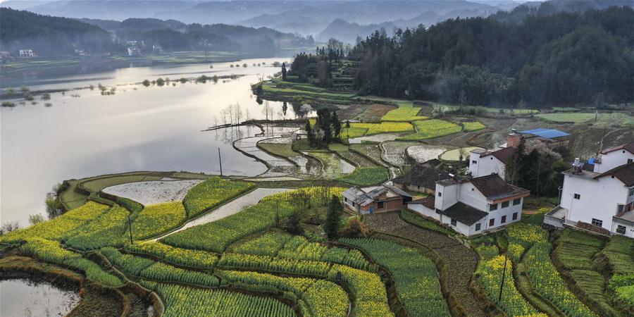 Expansão do turismo ajuda na renda dos moradores locais de Hanzhong, noroeste da China