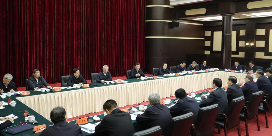 Xi pede maiores esforços para vencer batalha contra pobreza dentro do prazo