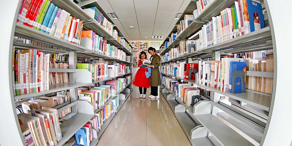 Chineses leem no Dia Mundial do Livro
