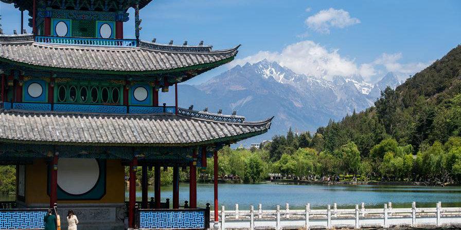 Galeria: paisagem da montanha de neve Yulong em Lijiang, província de Yunnan