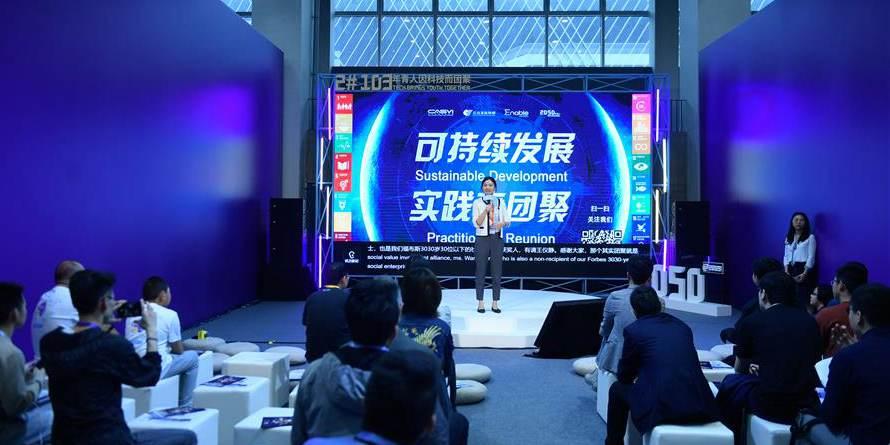 Jovens participam da segunda conferência de 2050 em Hangzhou, leste da China
