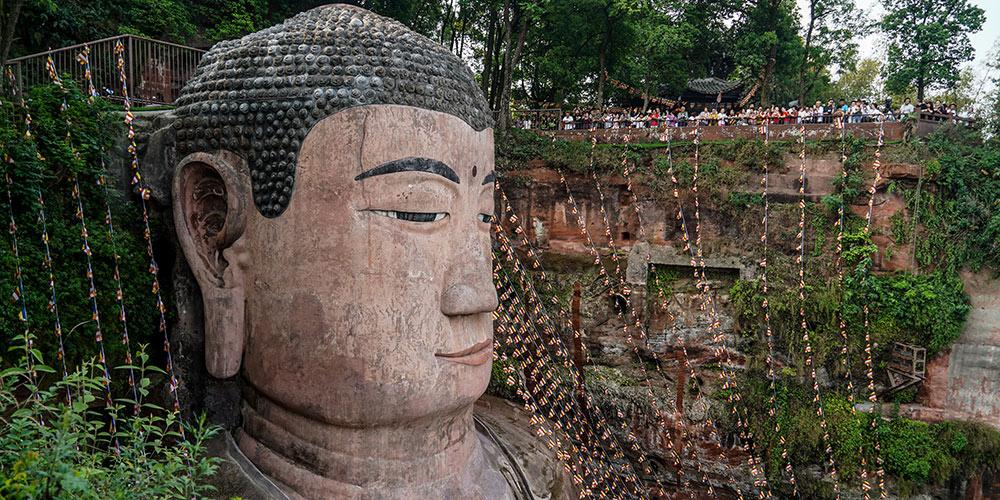 Grande Buda de Leshan é reaberta ao público