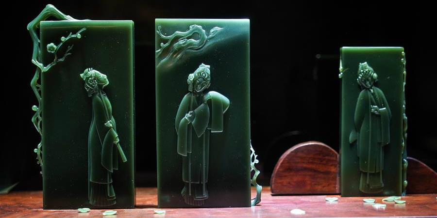 Artistas em Jiangsu produzem esculturas de jade com combinação de tradição e toque moderno