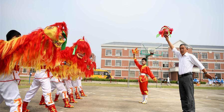 Alunos realizam ensaio para apresentação do patrimônio cultural imaterial na Anhui, leste da China