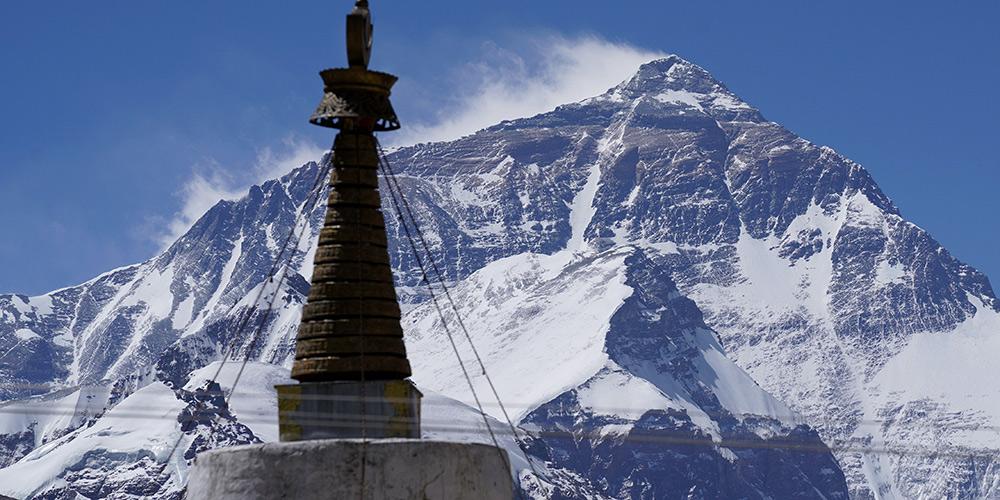 Paisagem do Monte Qomolangma no Tibet, sudoeste da China