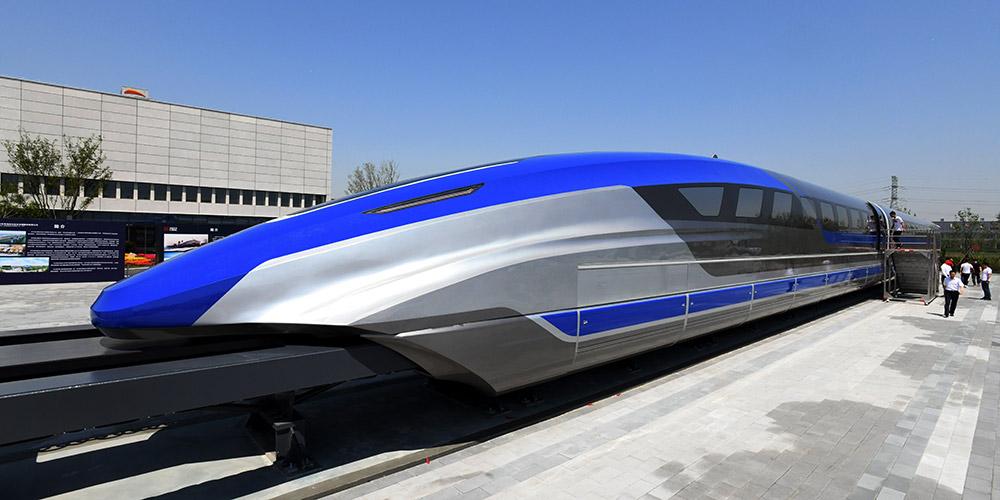 China revela protótipo de trem de levitação magnética que fará 600 km/h