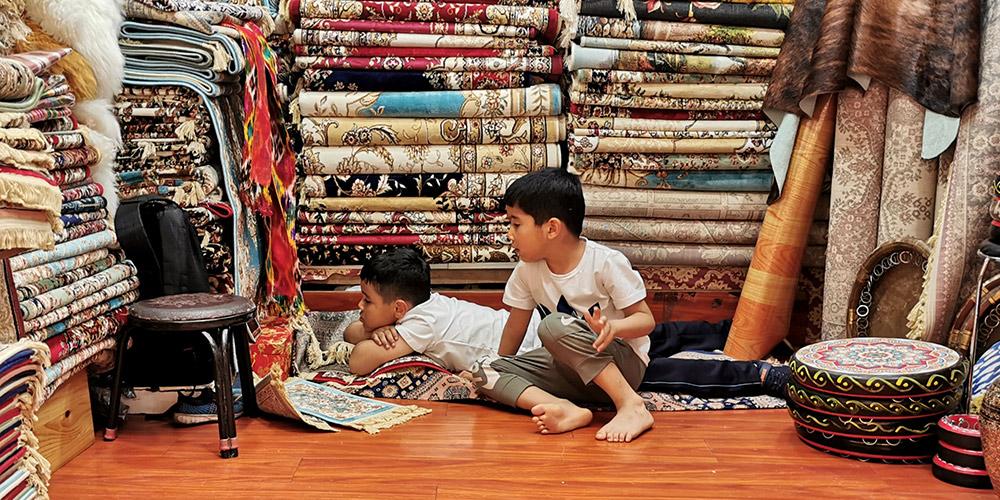 Turismo no Grande Bazar Internacional de Xinjiang em Urumqi