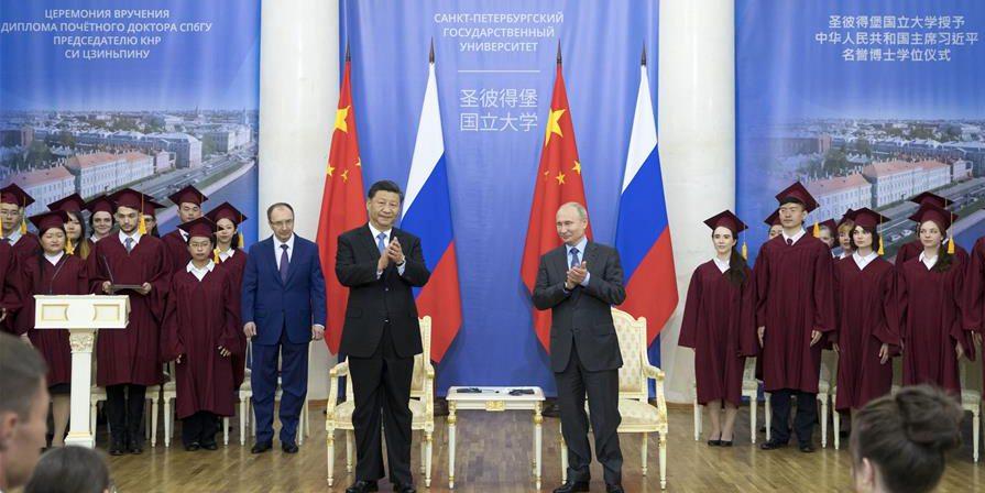 Presidente chinês recebe título de doutor honoris causa pela Universidade de São Petersburgo