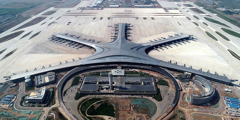 Aeroporto Internacional de Qingdao Jiaodong em construção na província de Shandong