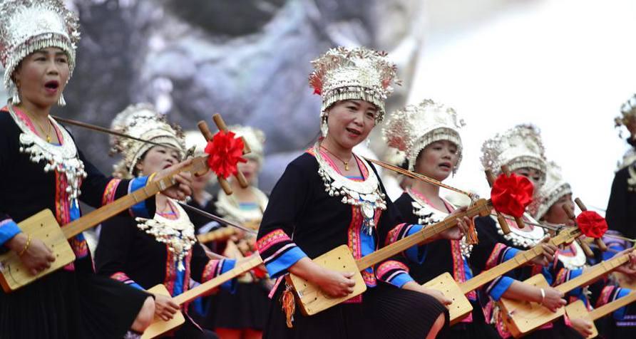Pessoas celebram Festival da Cultura do Terraço de Longji em Guangxi, sul da China