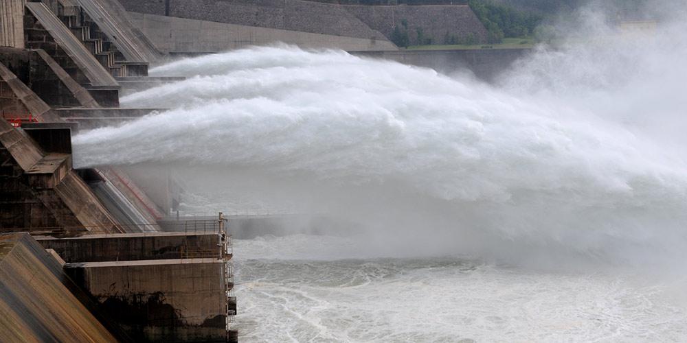 Barragem do Reservatório Xiaolangdi abre comportas para liberar água