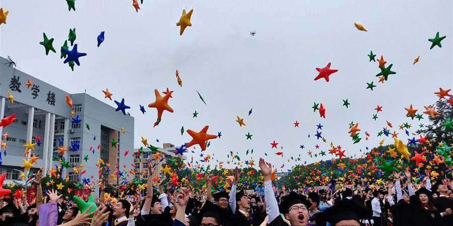 Cerimônias de graduação universitária realizadas em toda a China