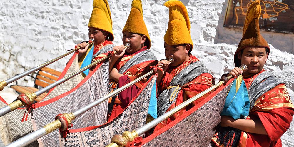 11º Panchen Lama participa de rituais budistas e atividades sociais em Xigaze