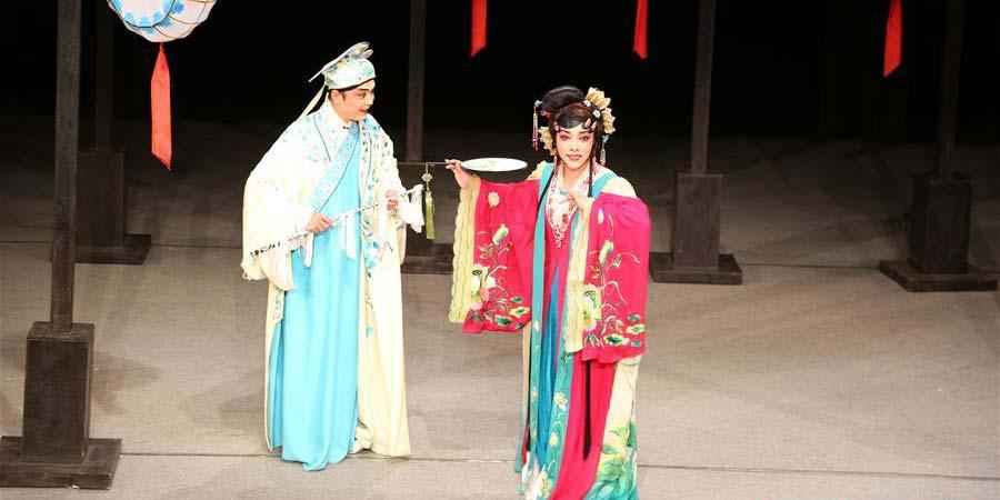 Ópera chinesa de Sichuan é encenada no Festival Internacional de Teatro de Sibiu, Romênia