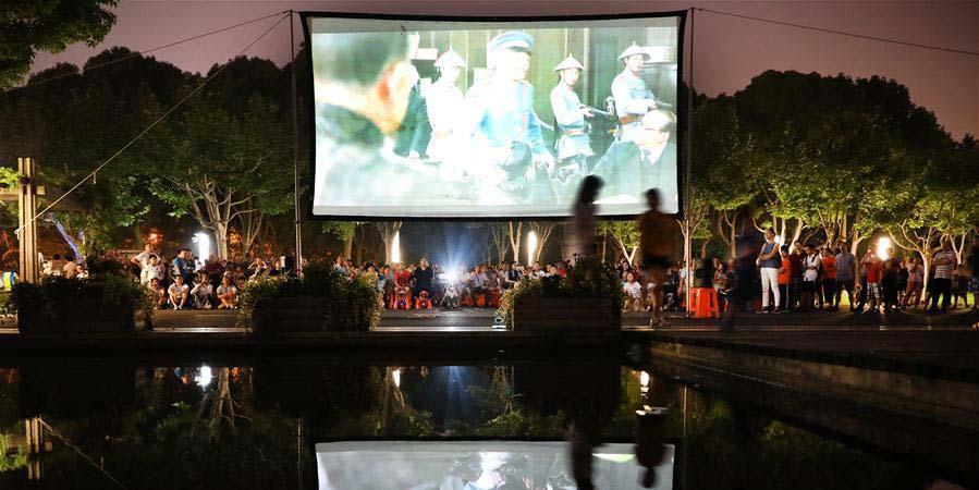 Mais de 200 sessões de cinema ao ar livre organizadas em Shanghai como entretenimento de verão