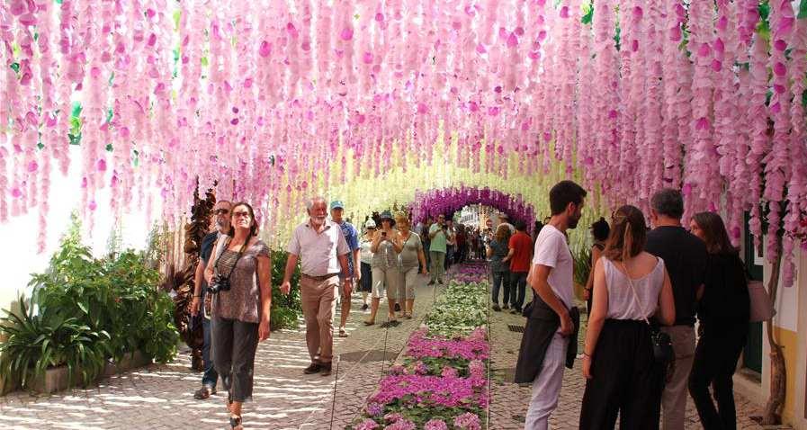 Portugues comemoram Festival dos Tabuleiros