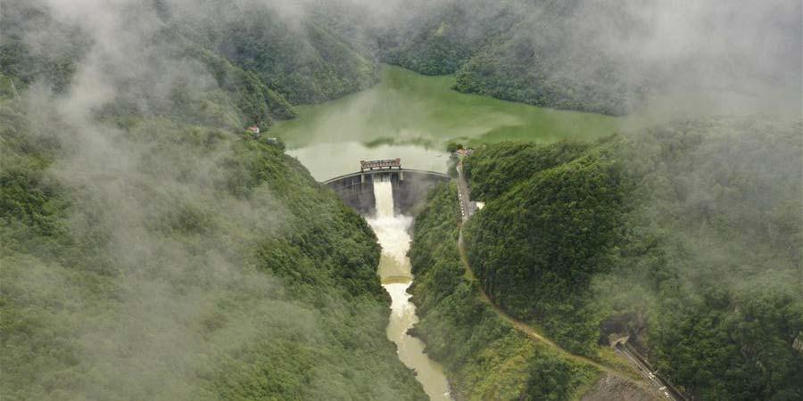 Reservatório de Jinxi começa a descarregar água de enchentes em Zhejiang