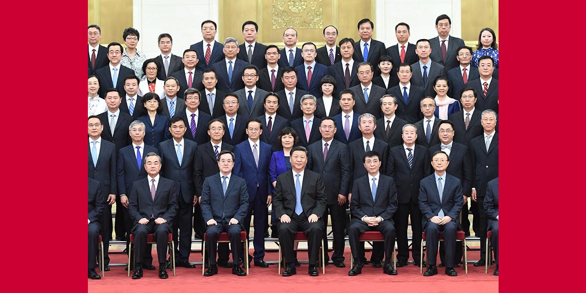 Xi reúne-se com diplomatas chineses enviados aos países estrangeiros