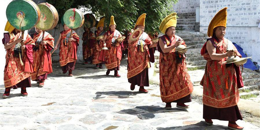 Realizado ritual de exibição de Thangka no Mosteiro Tashilhunpo em Xigaze, Tibet, sudoeste da China