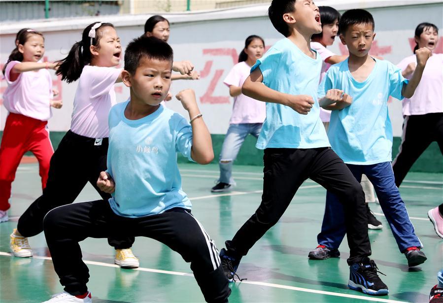 Várias atividades são organizadas para filhos de trabalhadores migrantes durante férias de verão