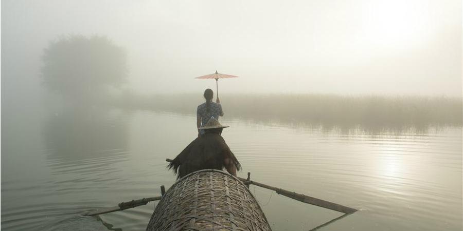 """Casal trabalha como """"modelos de pesca"""" na cidade de Xiaya, Zhejiang"""