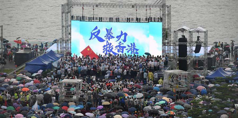 """Mais de 470 mil pessoas dizem """"não"""" à violência em Hong Kong"""
