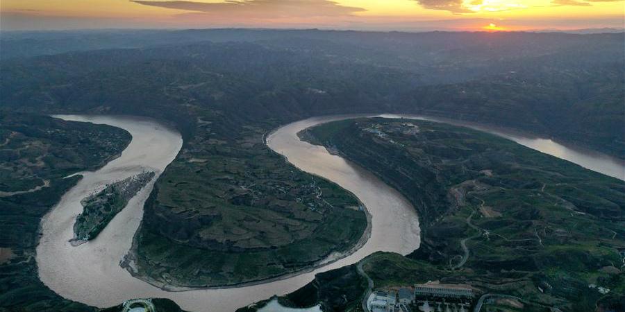 Galeria: curva do rio Qiankunwan ao longo do rio Amarelo entre as províncias de Shanxi e Shaanxi