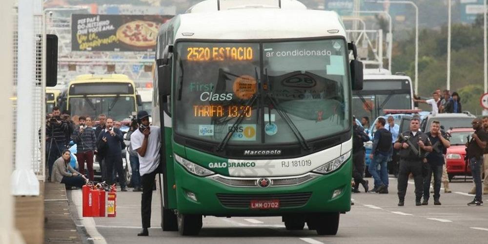 Polícia do Rio de Janeiro mata homem que manteve 39 reféns em um ônibus