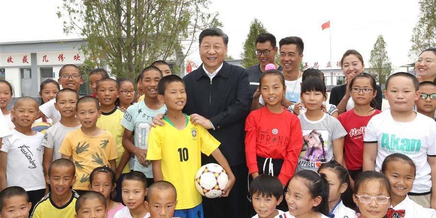 Xi inspeciona aldeia e área de reflorestamento no noroeste da China