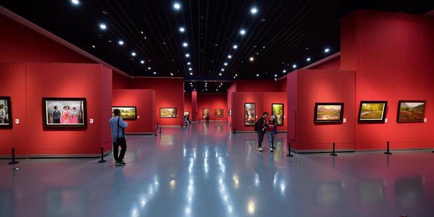 Exposição de pinturas a óleo de artistas do nordeste Asiático começa na Mongólia Interior da China