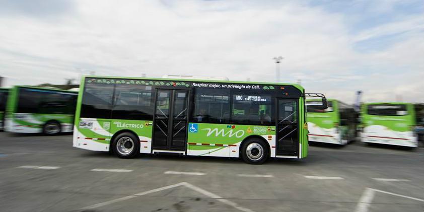26 ônibus elétricos de fabricação chinesa entram no sistema de transporte coletivo em Cáli, Colômbia