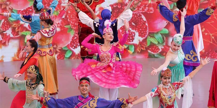 """Evento""""Dia de Xinjiang""""é realizado na Exposição Internacional de Horticultura de Beijing"""