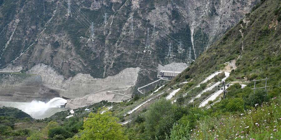 Um túnel construído em montanha para 147 pessoas