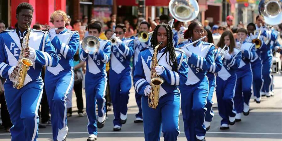 Chinatown em Chicago comemora Dia Nacional da China com desfile
