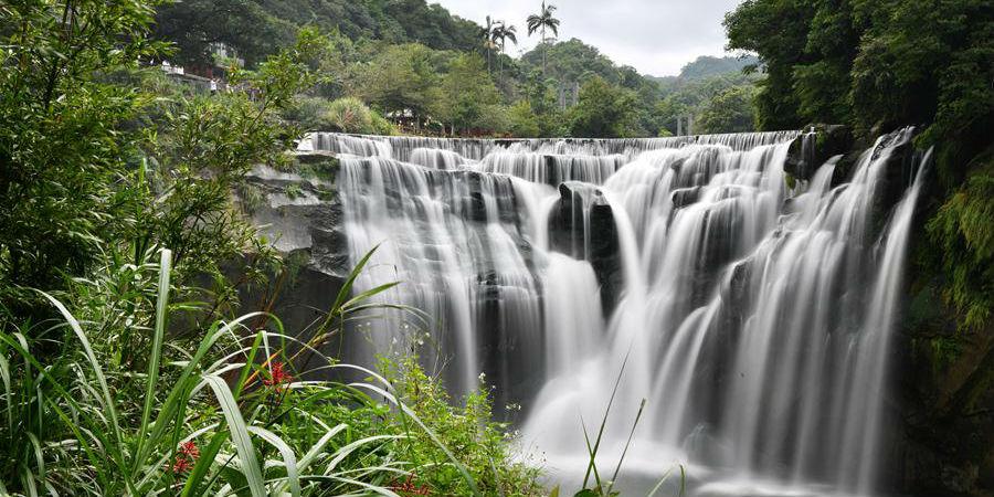 Paisagem da cachoeira Shifen em Taiwan, sudeste da China