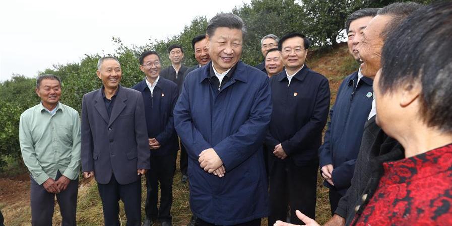 Xi inspeciona trabalhos de alívio da pobreza no centro da China