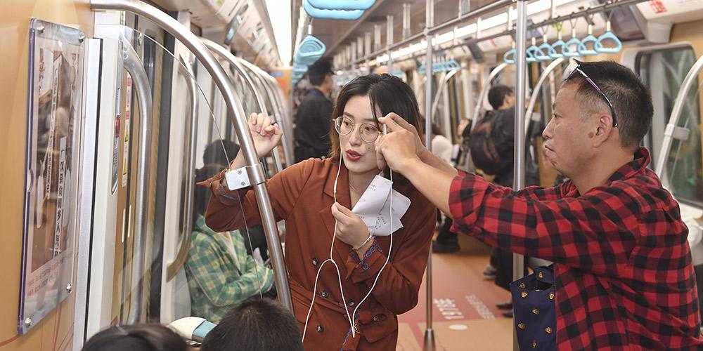 Trem do metrô de Chengdu se transforma em museu temporário para comemorar o próximo Dia Nacional