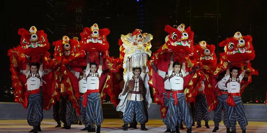 Gala artística em comemoração ao 70º aniversário da fundação da RPC é realizada em Guangzhou