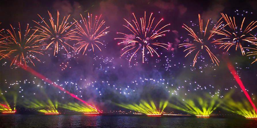 Fogos de artifício celebra 70º aniversário de fundação da RPC em Guangdong