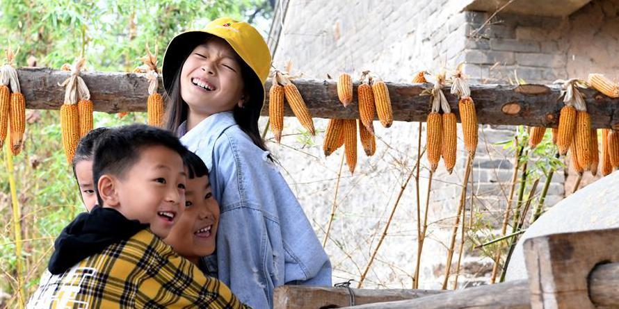 Turistas experimentam vida rural durante o feriado do Dia Nacional em Henan, no centro da China