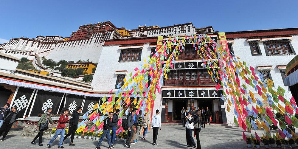 Inaugurada exposição de relíquias culturais tibetanas em Lhasa, no sudoeste da China