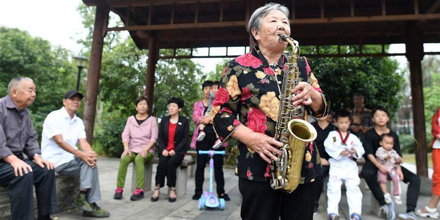 Fotos: História de YingMiaofang, uma chinesa entusiasta e generosa