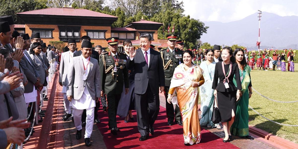 Xi retorna a Beijing após reunião informal com premiê indiano e visita ao Nepal