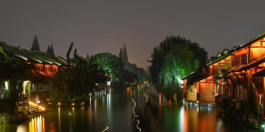 Wuzhen atrai turistas com paisagem e cultura