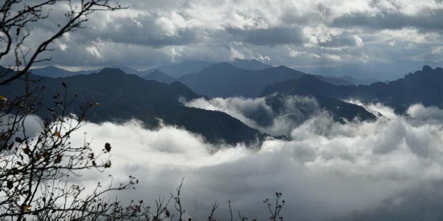 Paisagem da montanha Longtoushan em Hanzhong, noroeste da China